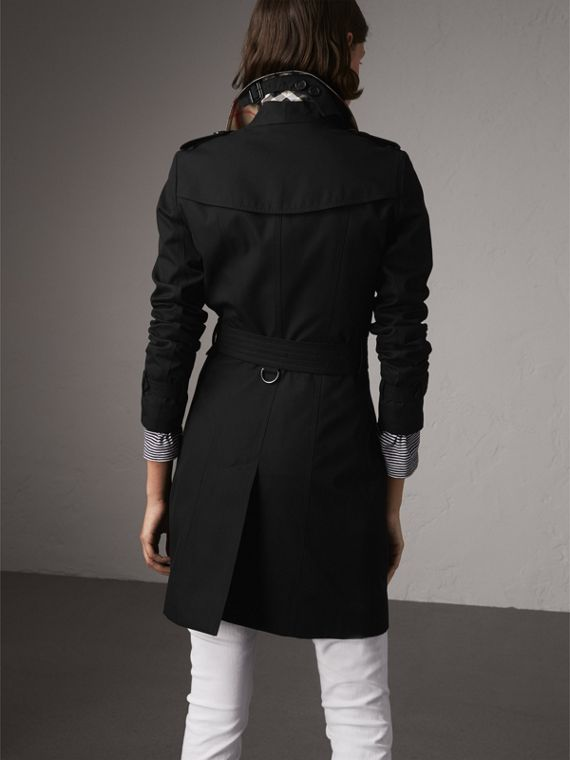 The Chelsea – Mid-length Heritage Trench Coat in Black - Women | Burberry - cell image 2