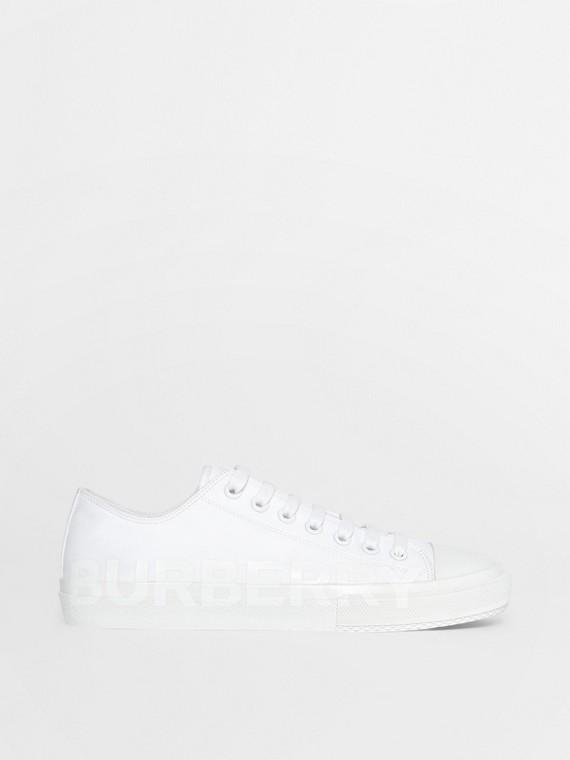 男款標誌印花棉質 Gabardine 運動鞋 (光白色)