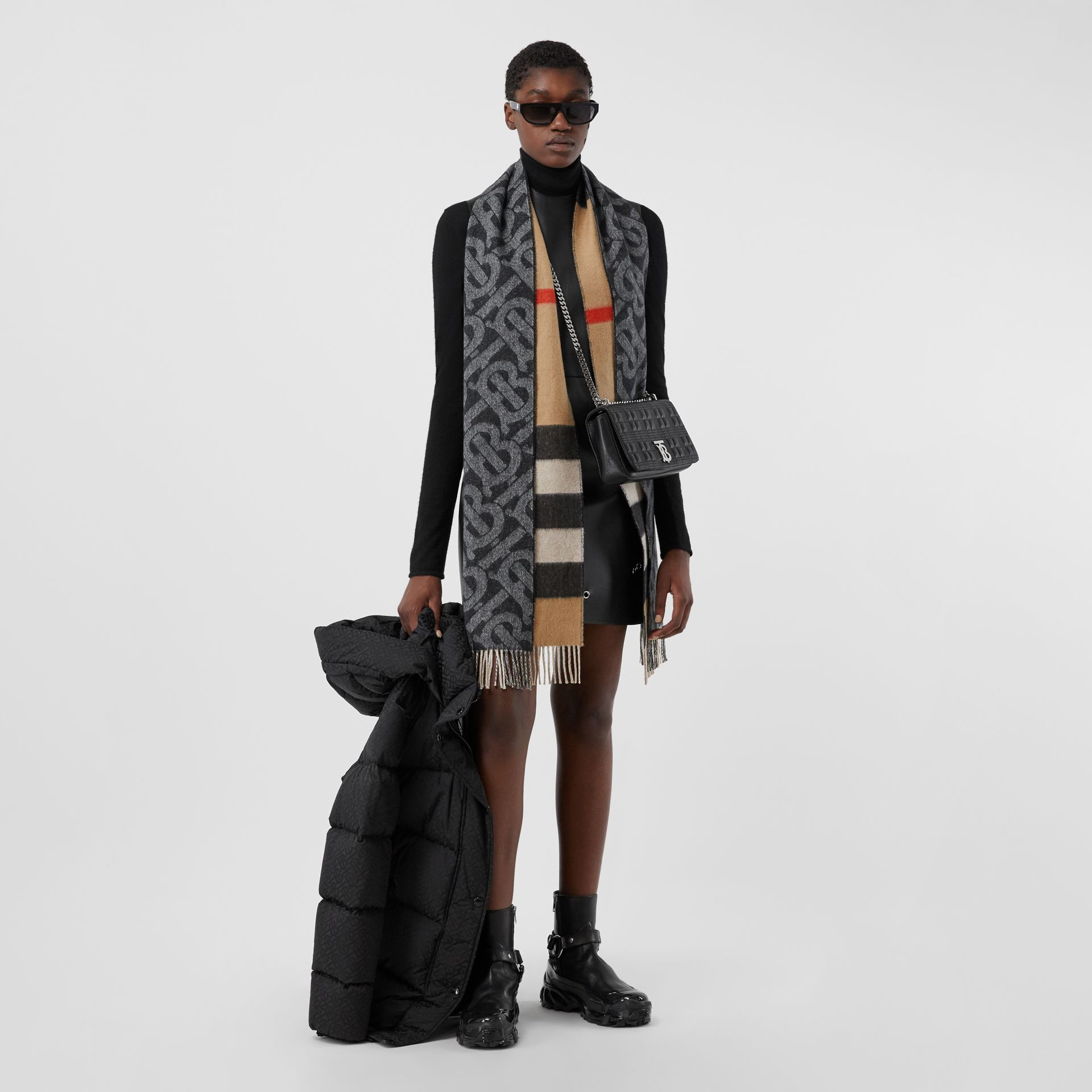 Reversible Check and Monogram Cashmere Scarf in Black / White | Burberry - gallery image 6