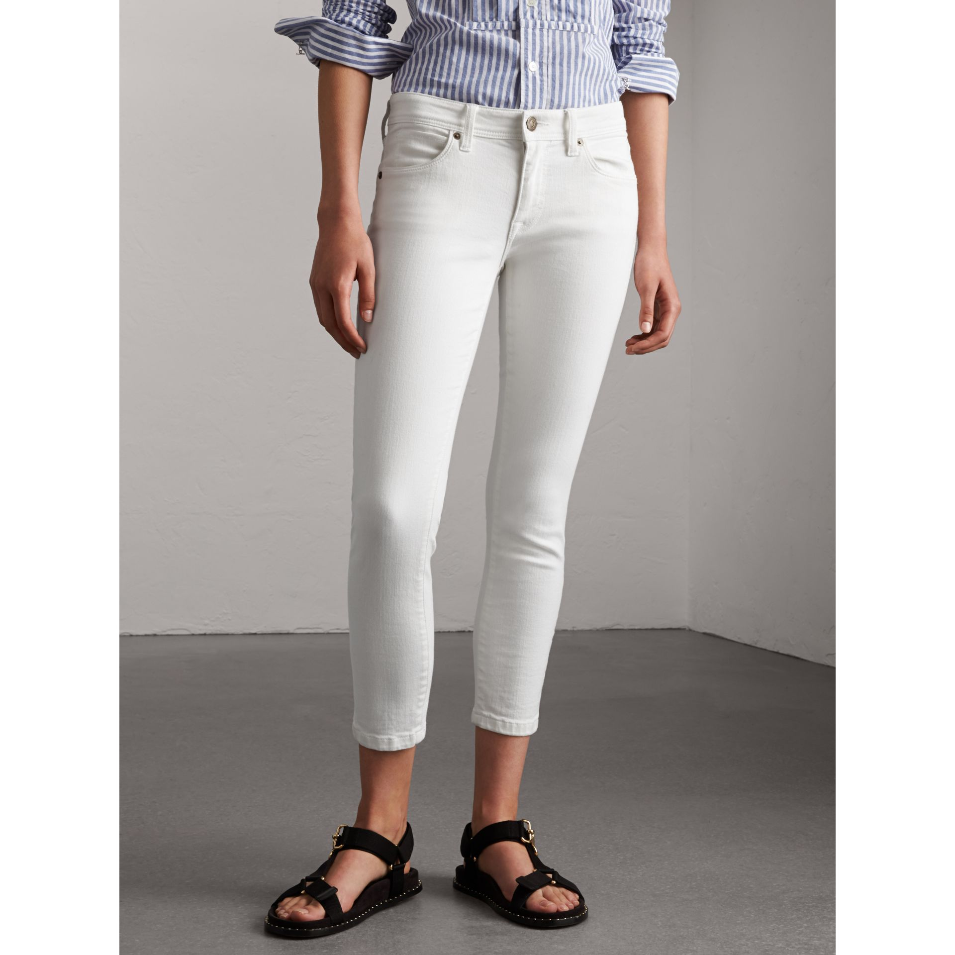 Skinny Fit Low-Rise Cropped Jeans in White - Women | Burberry - gallery image 5