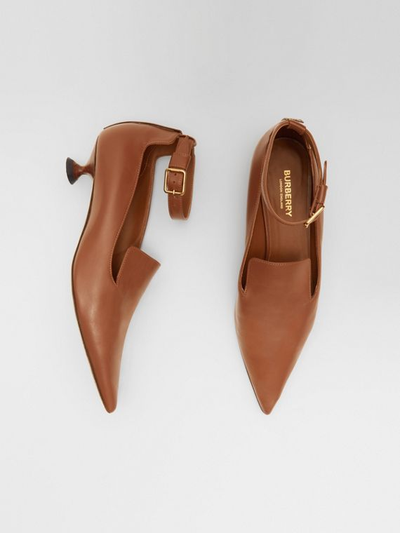 Leather Point-toe Kitten-heel Pumps in Soft Camel