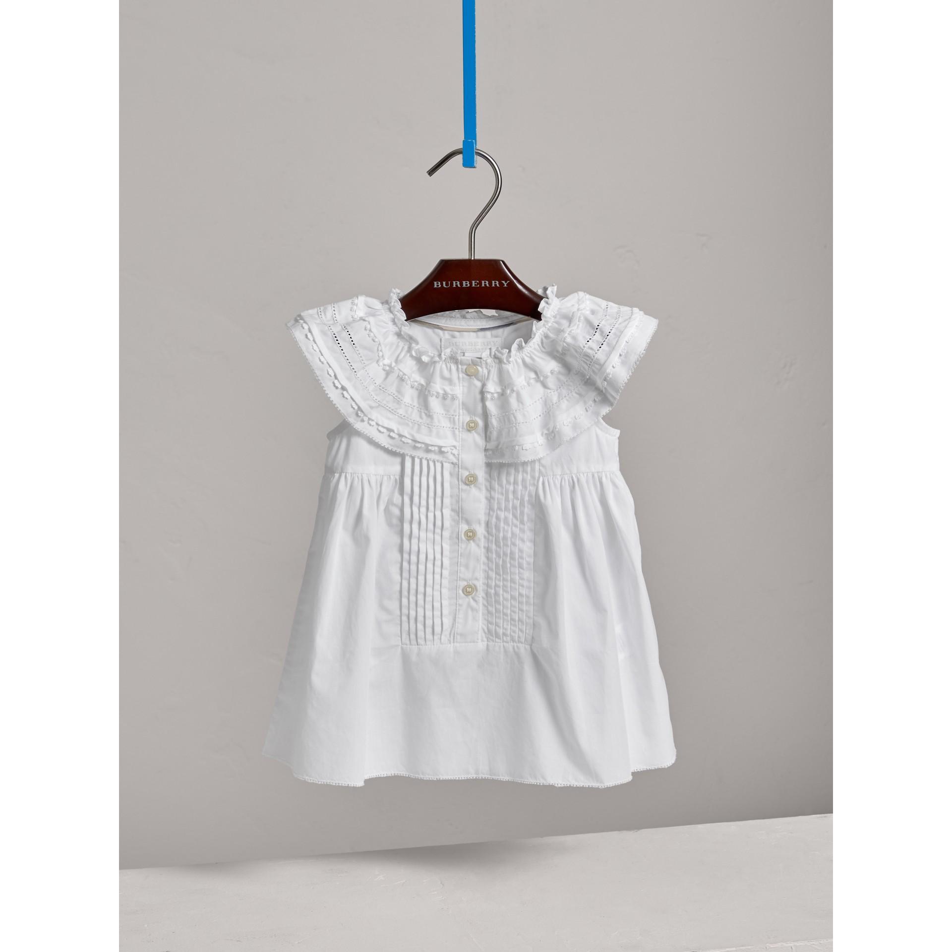 레이스 핀턱 디테일 코튼 에이라인 드레스 (화이트) | Burberry - 갤러리 이미지 2