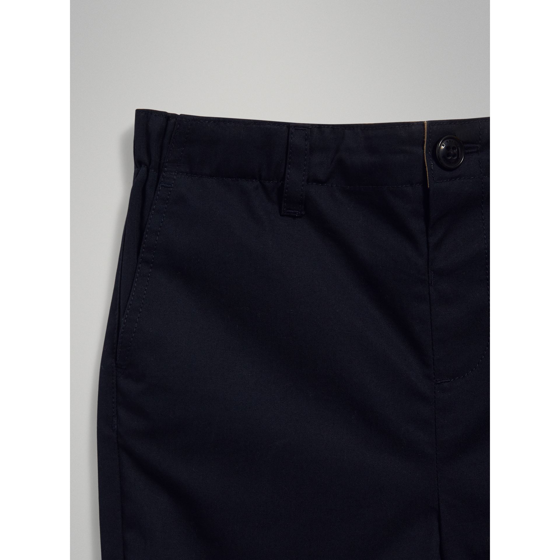 Short chino en coton (Encre) | Burberry - photo de la galerie 4