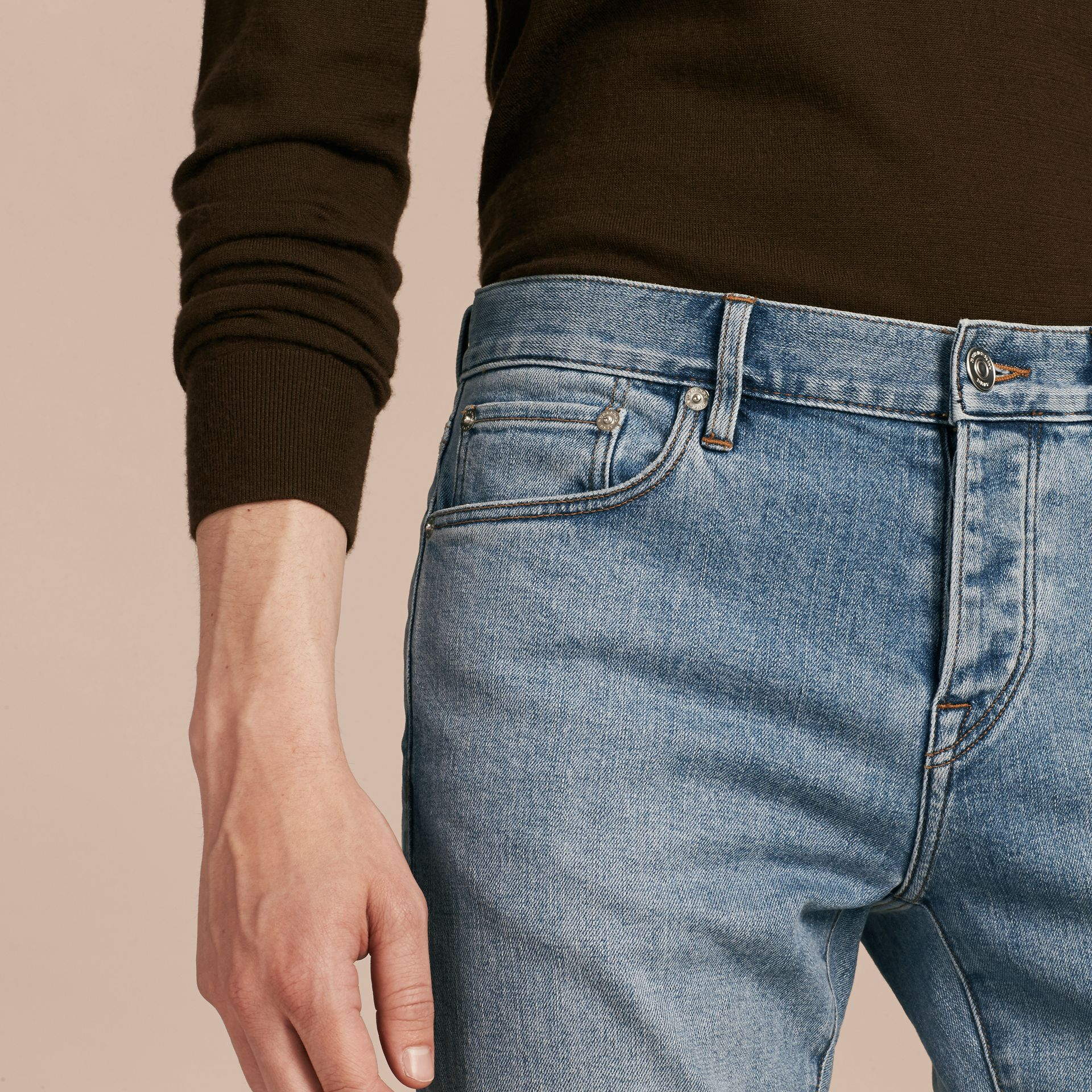 Jean stretch de coupe droite en denim japonais ultra-confortable - Homme | Burberry - photo de la galerie 6