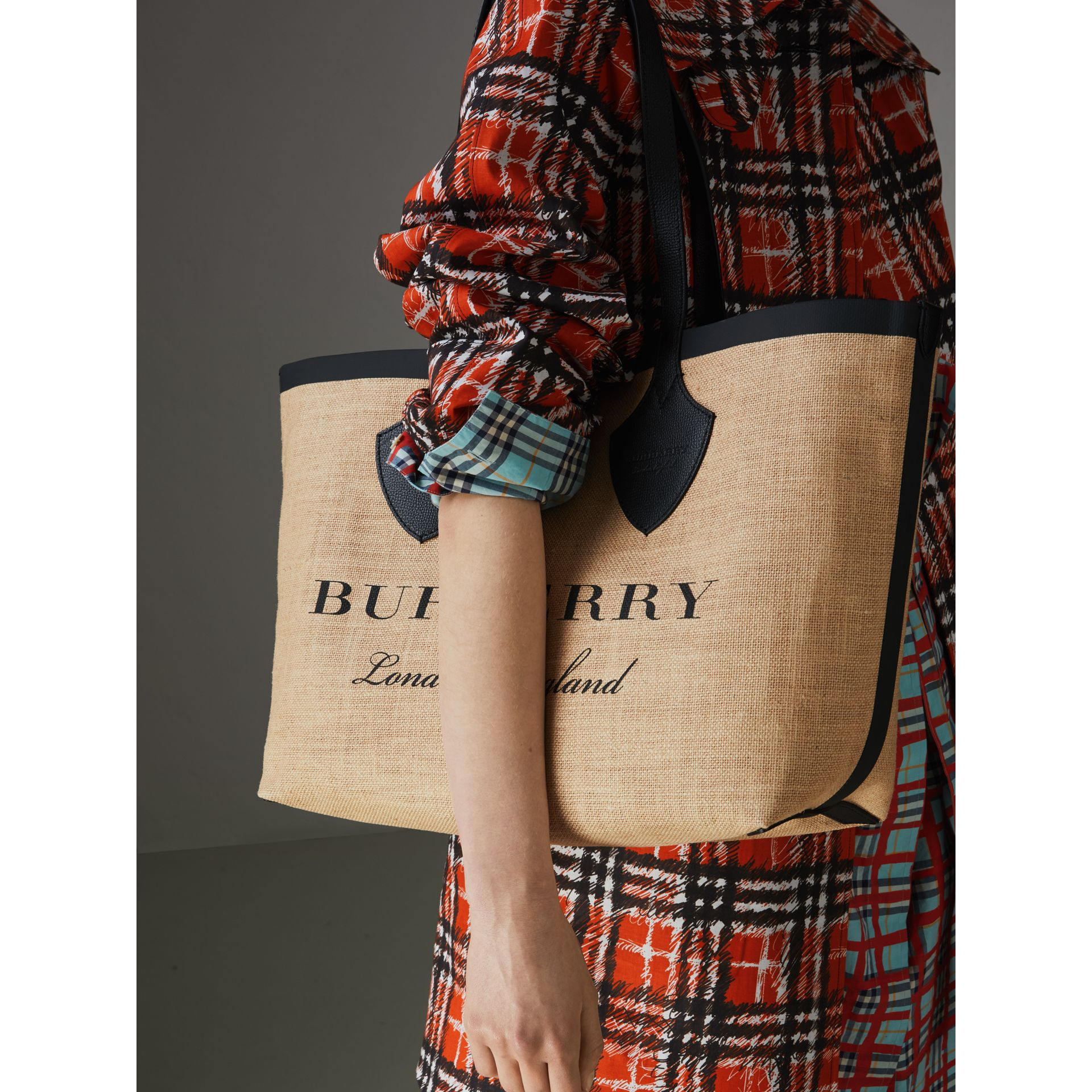 The Medium Giant Tote in Graphic Print Jute in Black - Women | Burberry Australia - gallery image 3