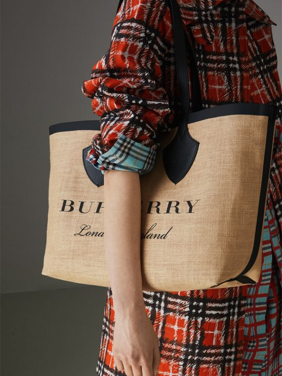 The Medium Giant Tote in Graphic Print Jute in Black - Women | Burberry - cell image 3