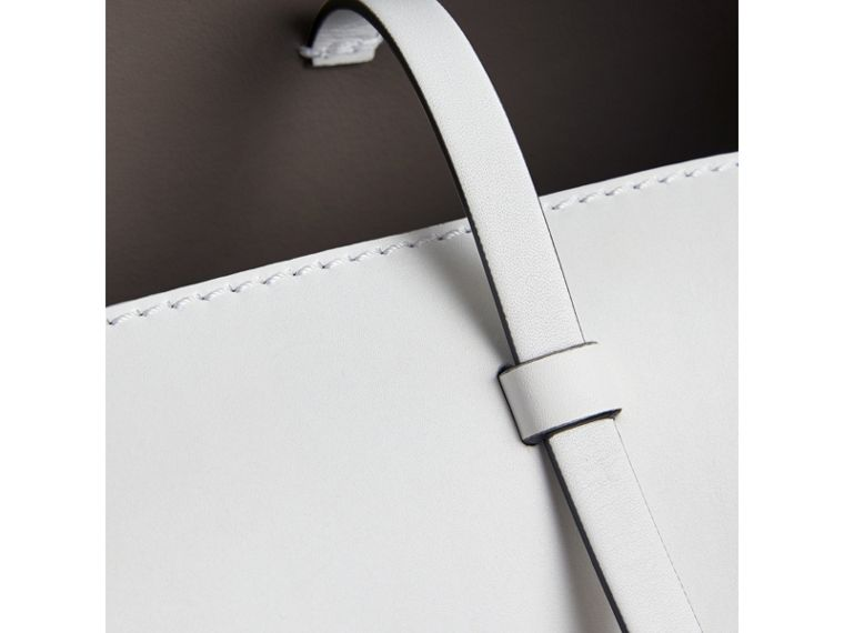 Borsa Burberry Bucket piccola in pelle (Bianco Gesso) - Donna | Burberry - cell image 1