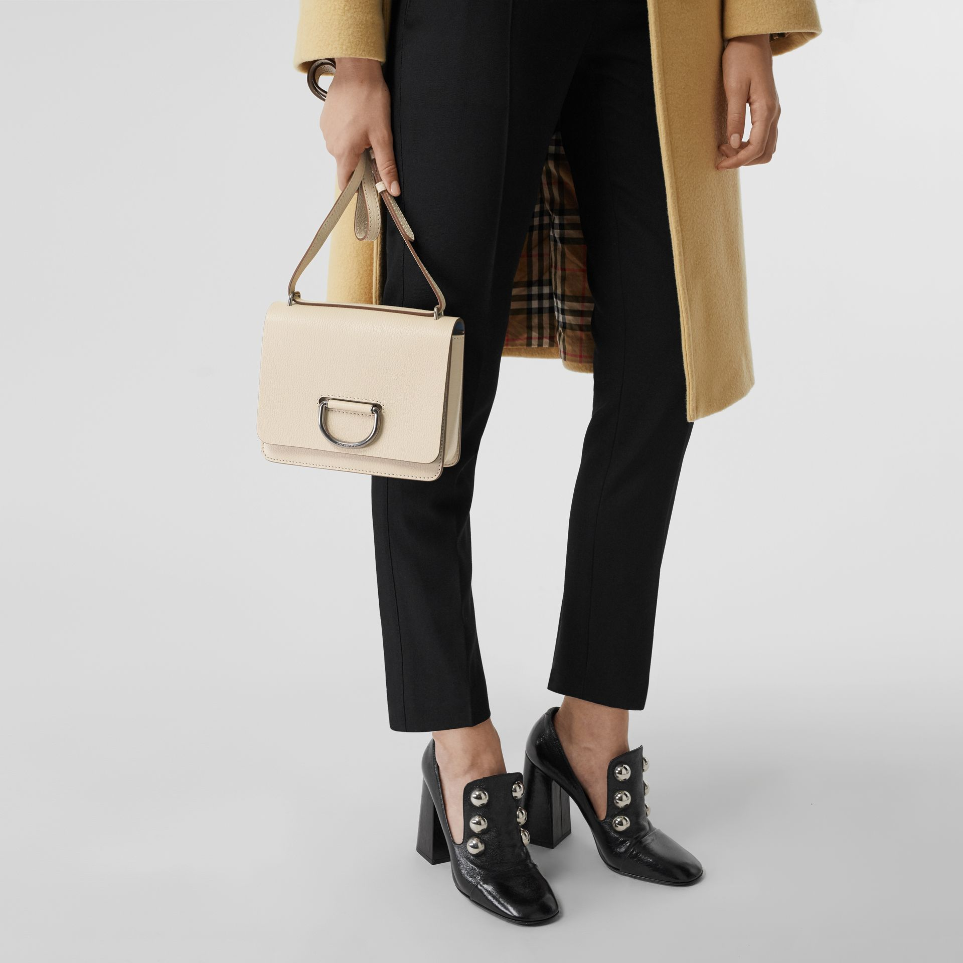 Petit sac The D-ring en cuir (Stone) - Femme | Burberry Canada - photo de la galerie 3