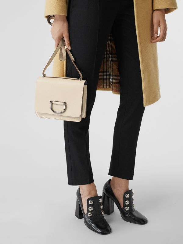 Petit sac The D-ring en cuir (Stone) - Femme | Burberry Canada - cell image 3