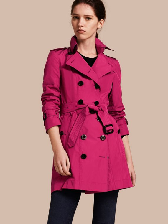 Trench coat de longitud media en tejido técnico Magenta Ciruela Damascena