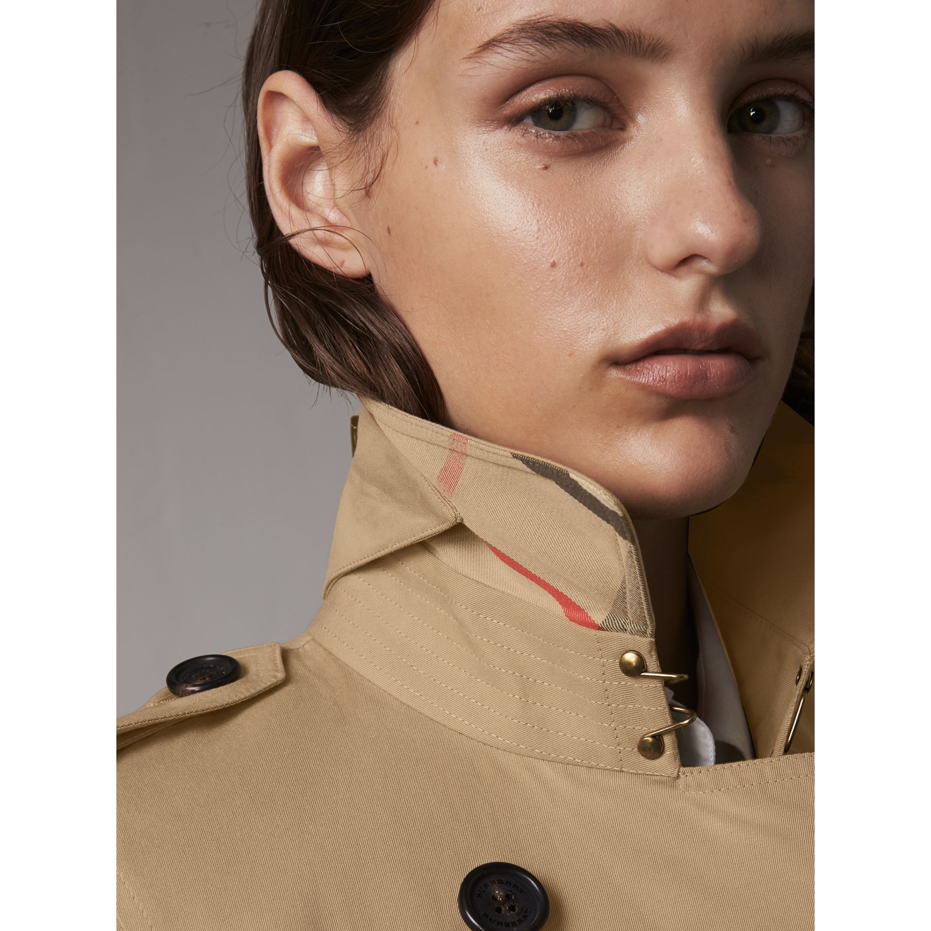 The Kensington – Extra-long Trench Coat in Honey - Women | Burberry Australia - gallery image 2
