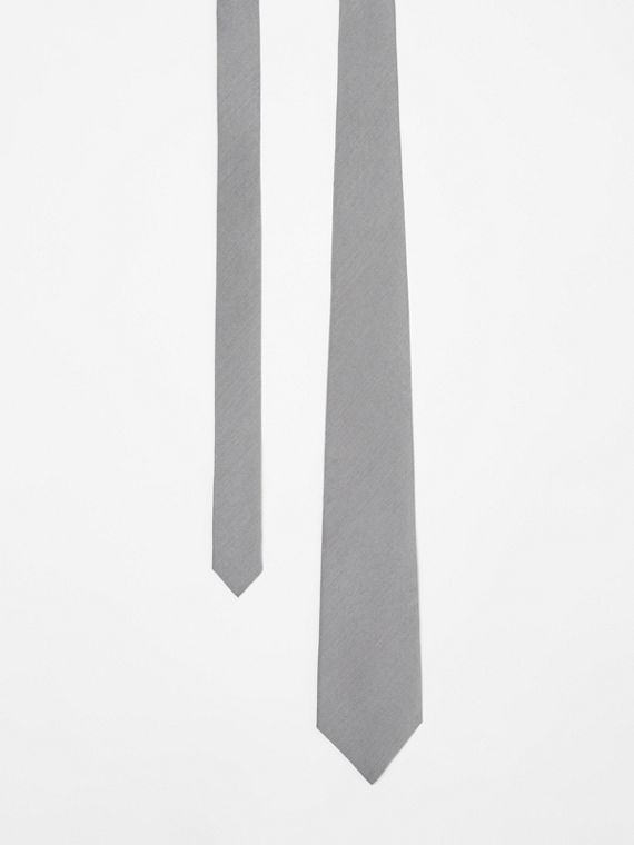 Classic Cut Silk Tie in Light Grey