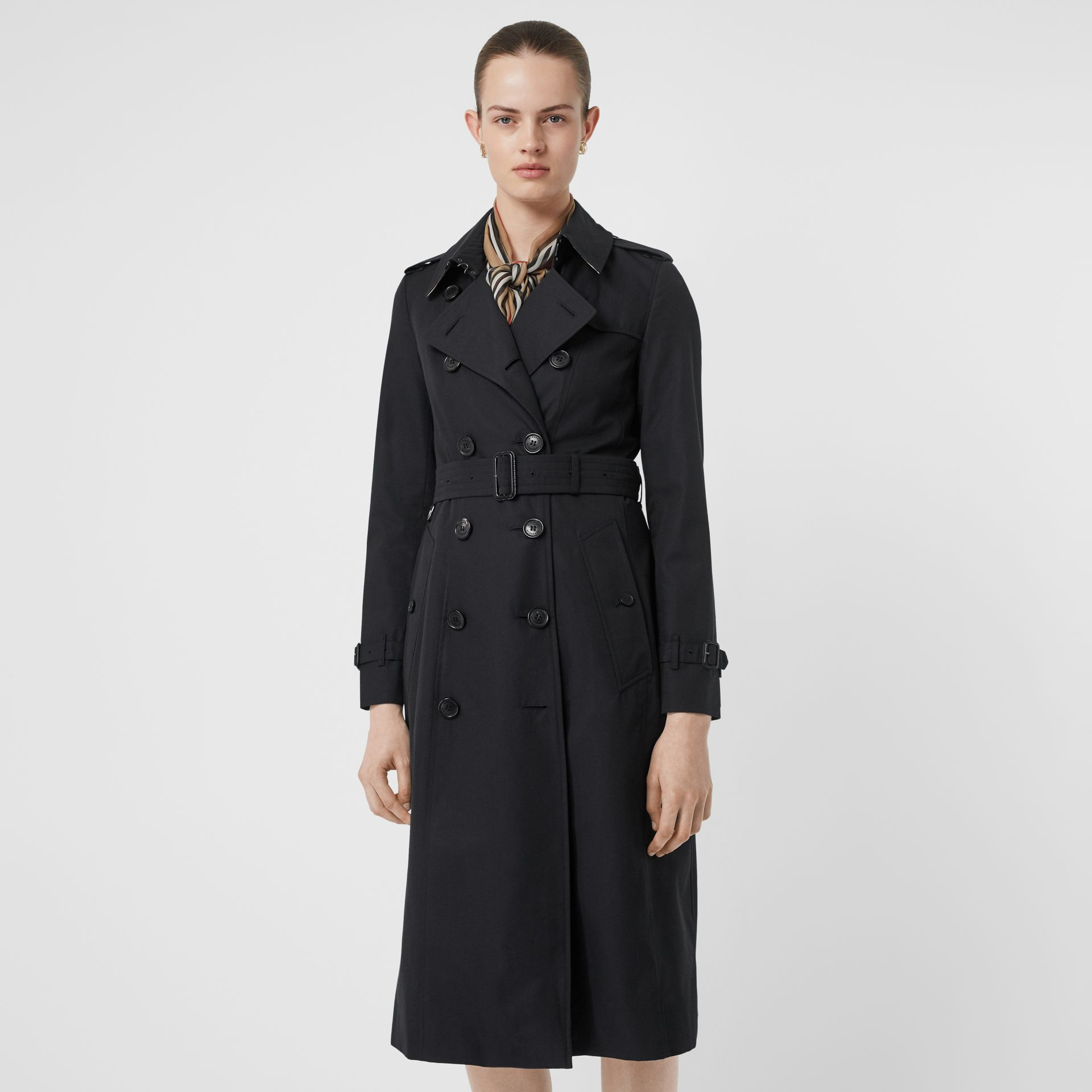The Long Chelsea Heritage Trench Coat in Midnight - Women | Burberry Singapore - gallery image 7