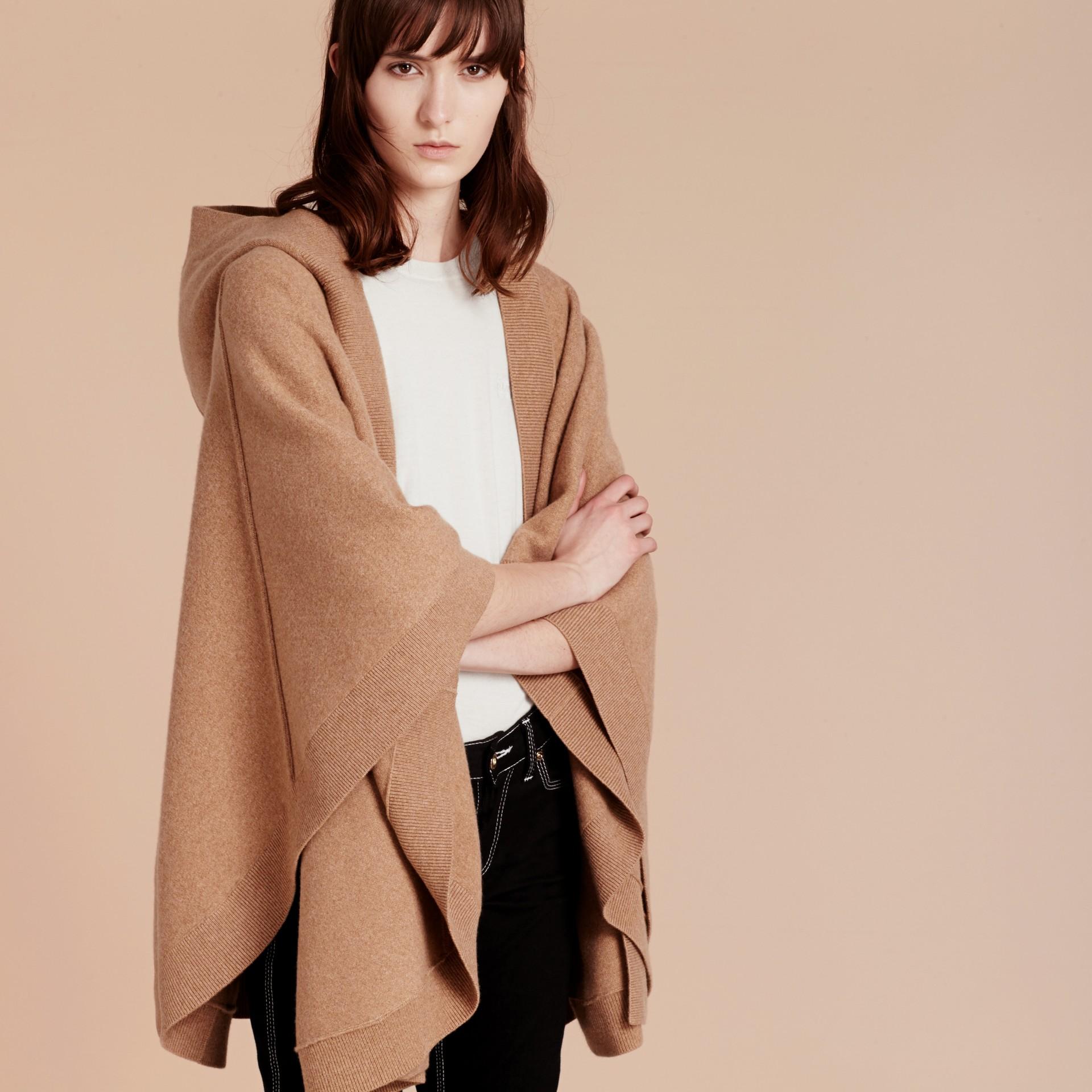 Cammello Poncho con cappuccio in misto lana e cashmere Cammello - immagine della galleria 5
