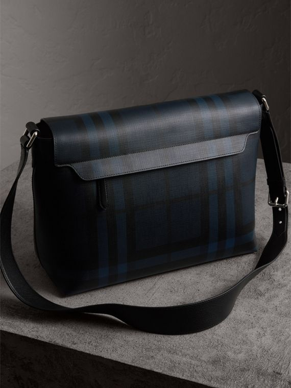 Bolso messenger grande en tejido de London Checks (Azul Marino / Negro) | Burberry - cell image 3