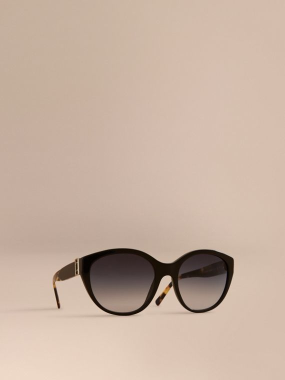 Buckle Detail Round Frame Sunglasses in Black - Women | Burberry Hong Kong