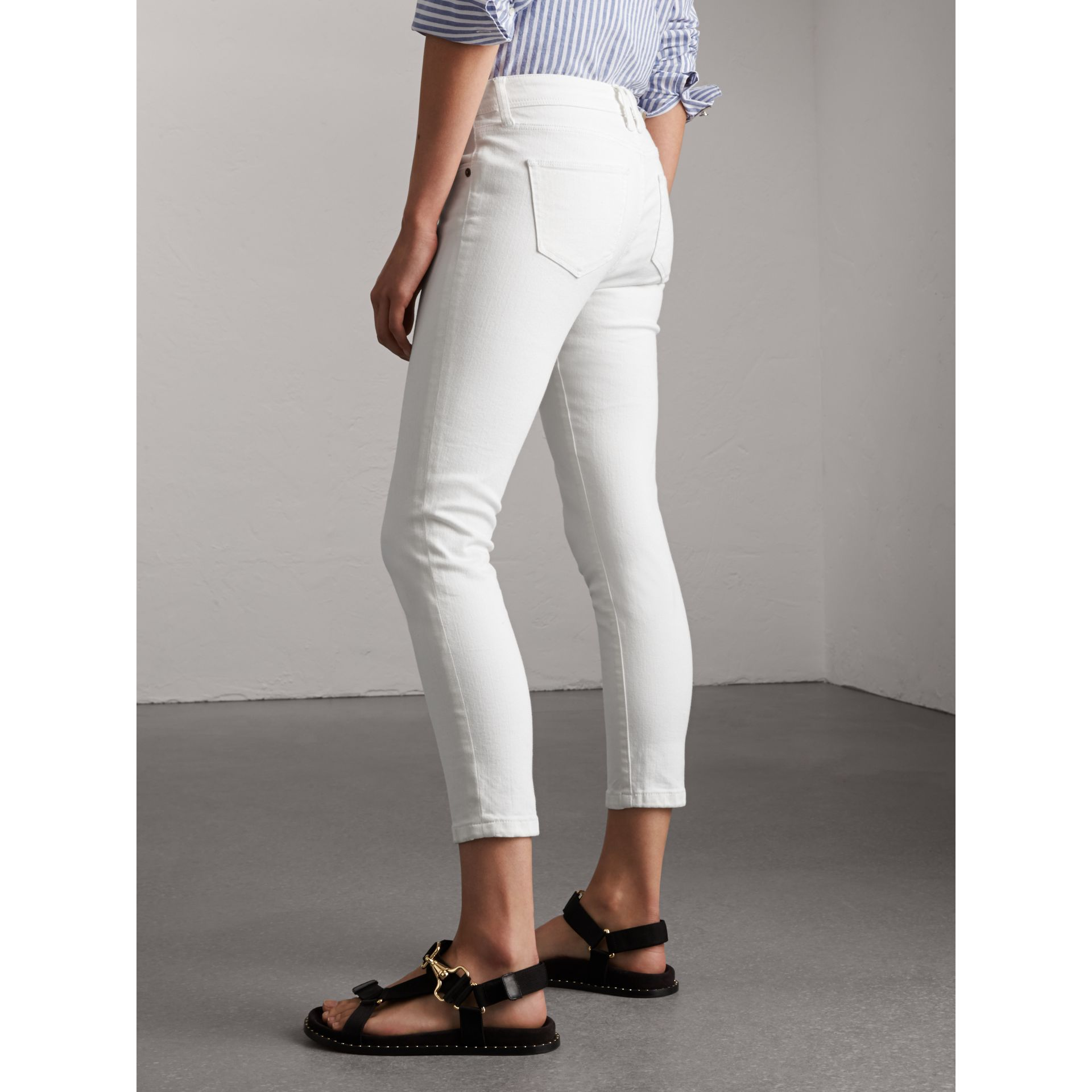Skinny Fit Low-Rise Cropped Jeans in White - Women | Burberry - gallery image 3