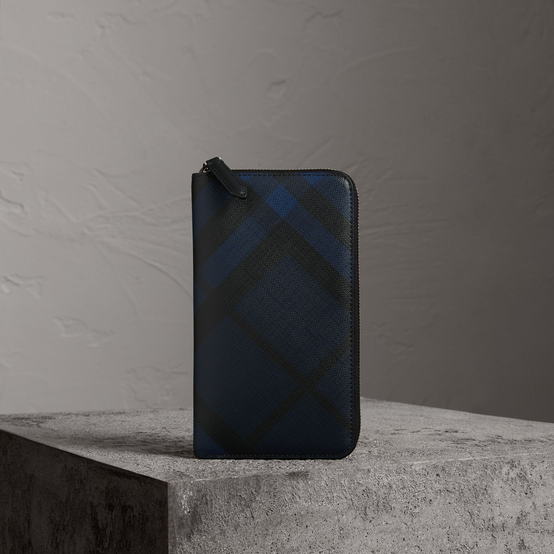 London Check Ziparound Wallet in Navy/black - Men | Burberry Hong Kong - gallery image 0