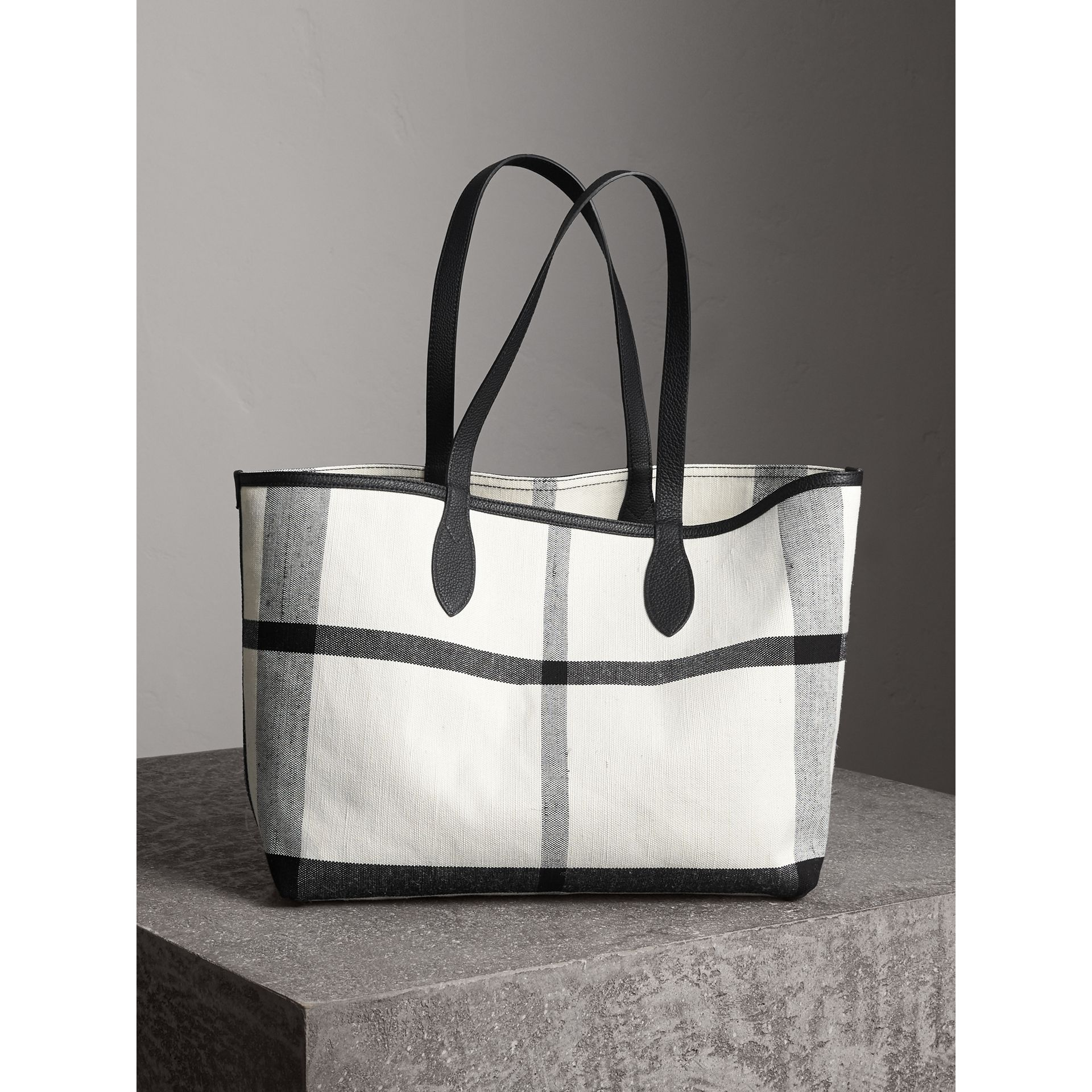 The Medium Reversible Doodle Tote in White/black | Burberry - gallery image 7
