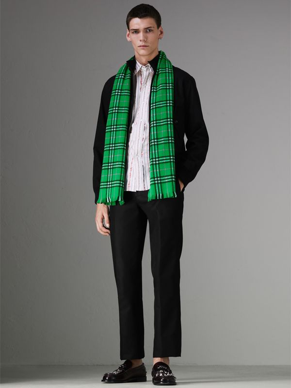 Check Cashmere Scarf in Bright Grass Green | Burberry - cell image 3