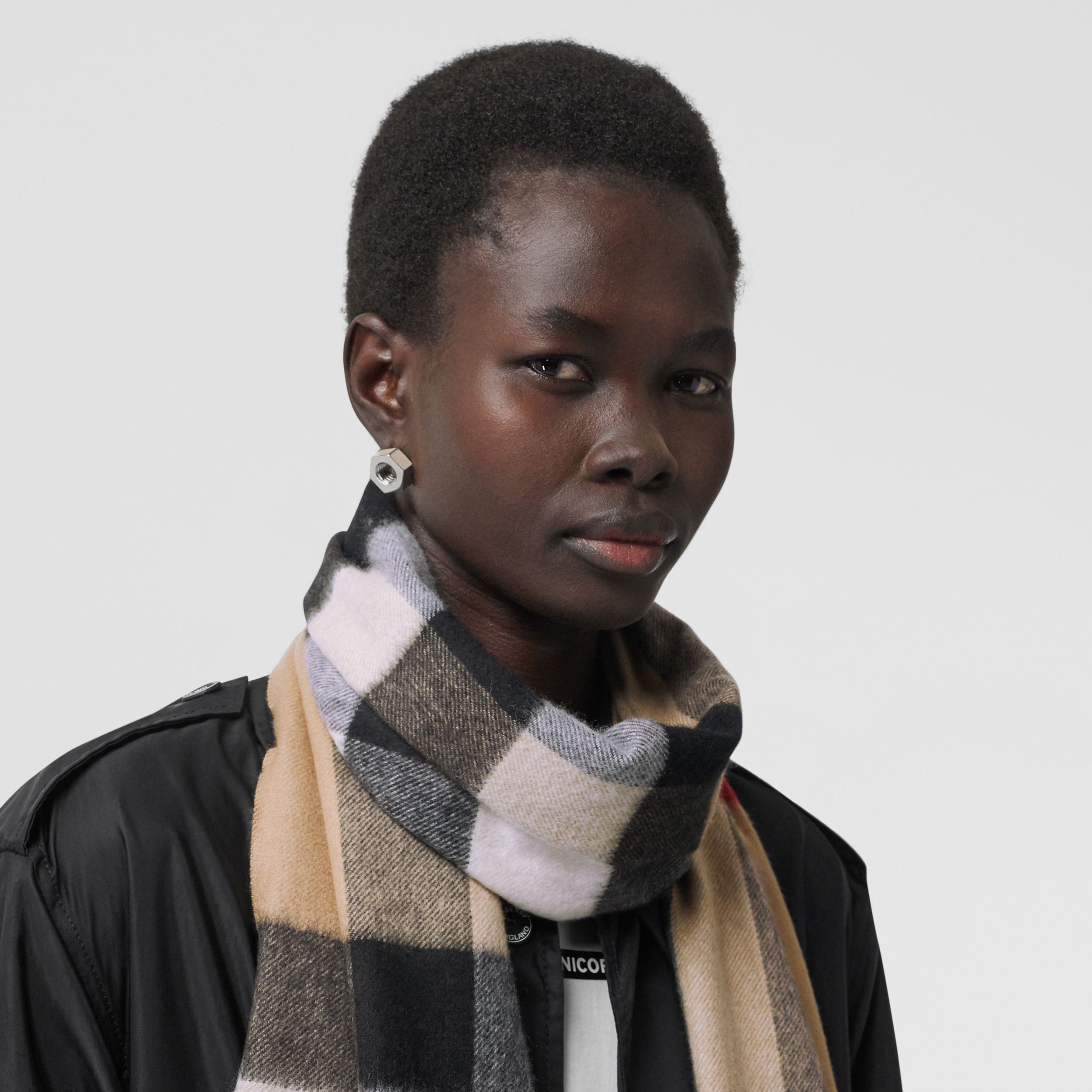 Check Cashmere Scarf in Archive Beige | Burberry - 3