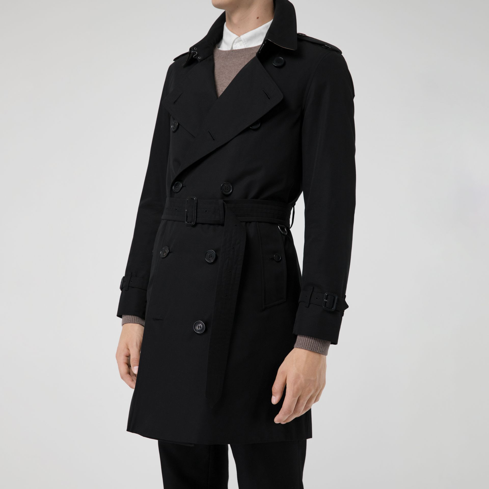 The Chelsea Heritage Trench Coat in Black - Men | Burberry Singapore - gallery image 4