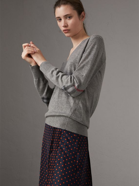 Check Detail Cashmere V-neck Sweater in Pale Grey Melange