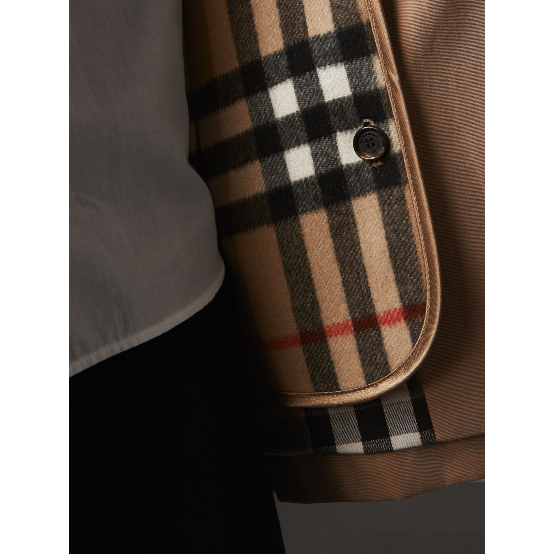 Sandringham-fit House Check Cashmere Wool Warmer in Camel - Women | Burberry Canada - gallery image 2