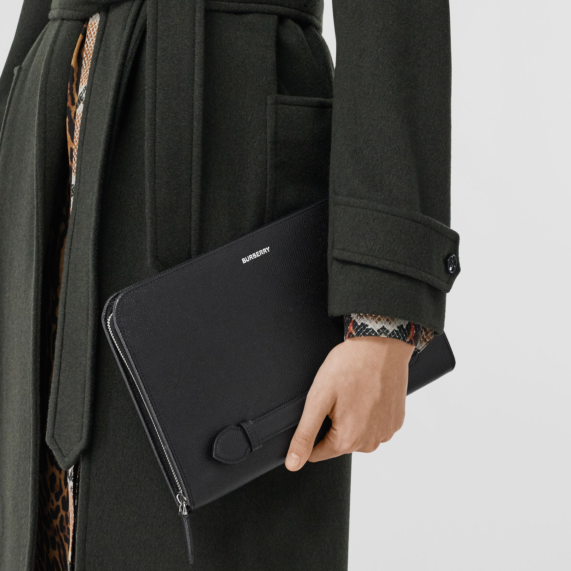 Grainy Leather Ziparound Pouch in Black | Burberry - gallery image 2