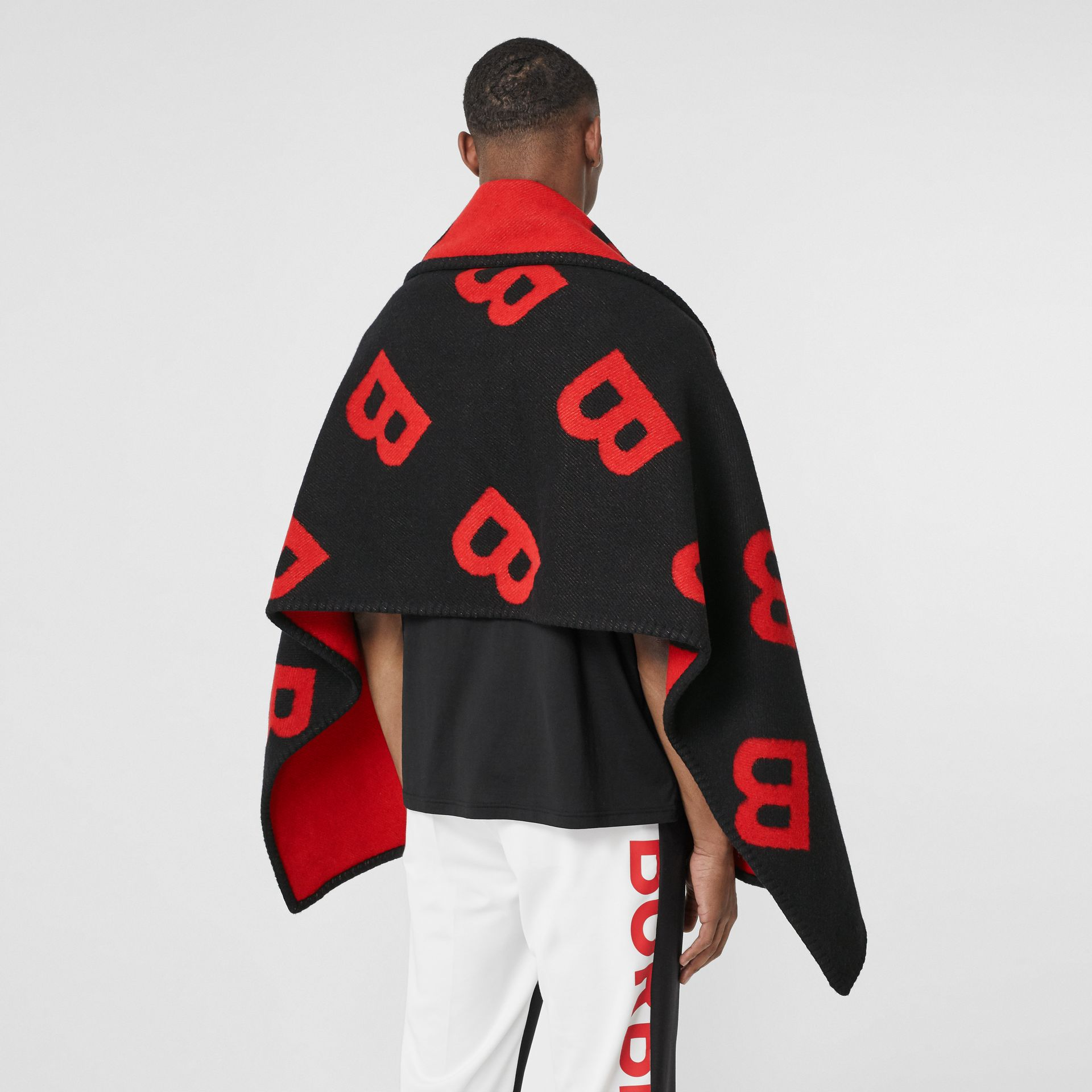 Reversible B Motif Wool Cashmere Blanket Cape in Black/bright Red | Burberry United States - gallery image 6