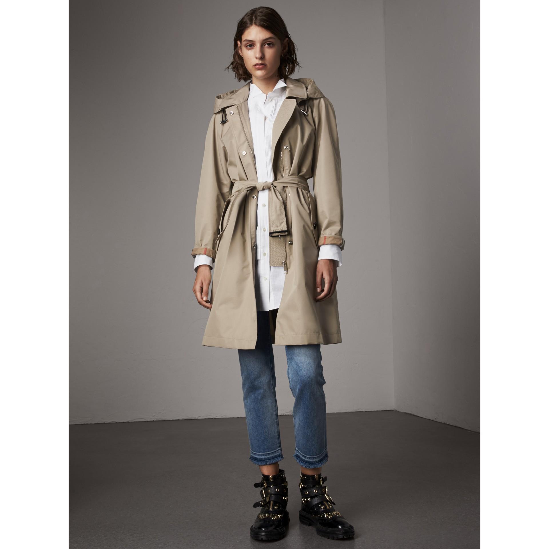 Abrigo tres cuartos en mezcla de algodón con capucha de quita y pon (Piedra) - Mujer | Burberry - imagen de la galería 0