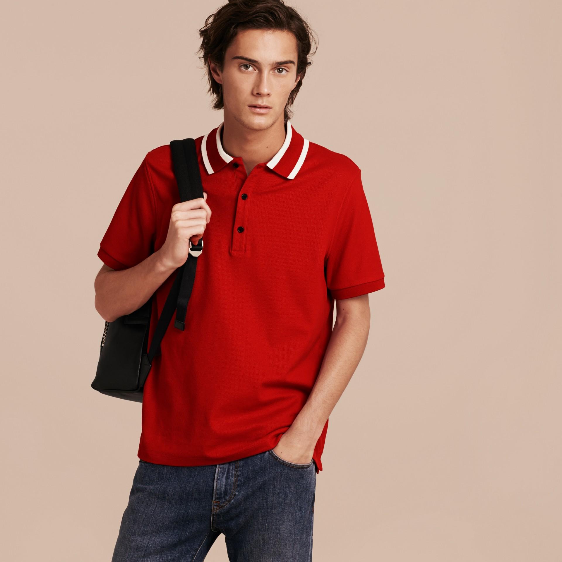 Polo en piqué de coton avec col rayé Rouge Uniforme - photo de la galerie 6