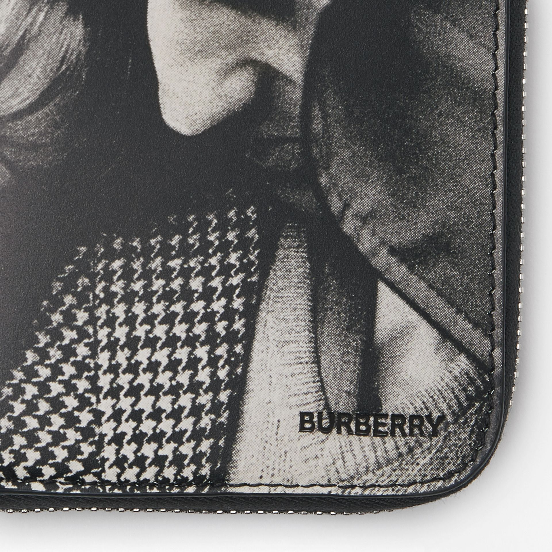 Archive Campaign Print Leather Ziparound Wallet in Black/white - Men | Burberry - gallery image 1