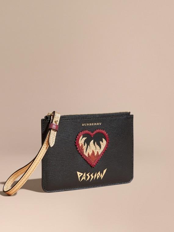 Pochette wristlet en cuir grainé à motif Passion - Femme | Burberry