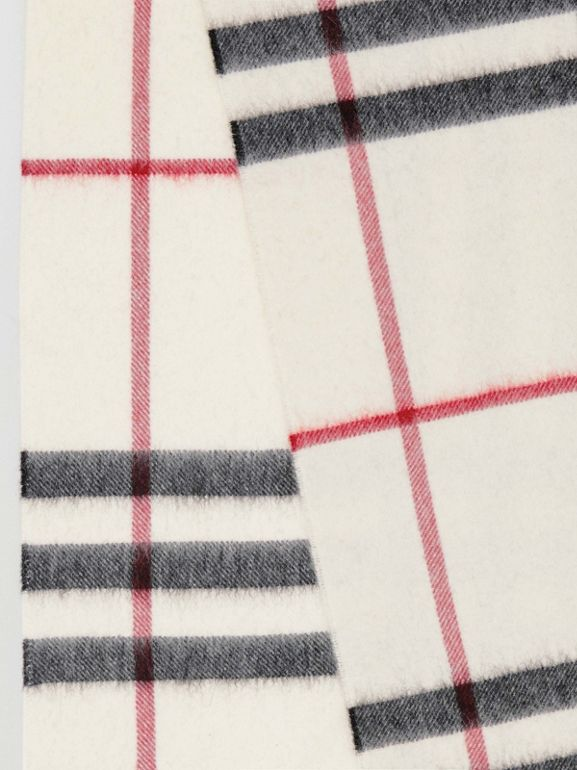 The Classic Check Cashmere Scarf in White | Burberry Hong Kong - cell image 1