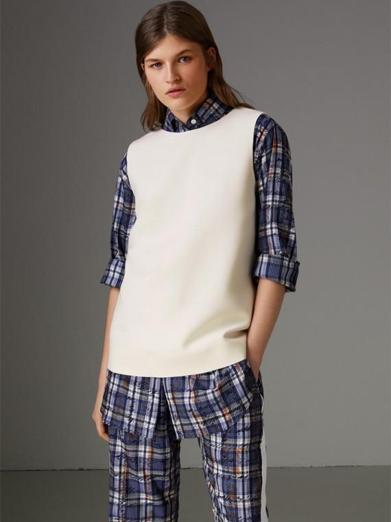 Blusa sem mangas de lã e seda com listras de cetim (Creme)