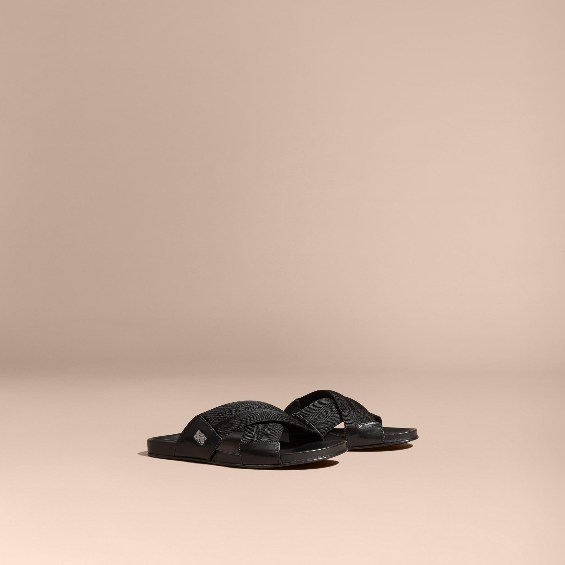 Noir Sandales en cuir et toile technique avec ornements check - photo de la galerie 1