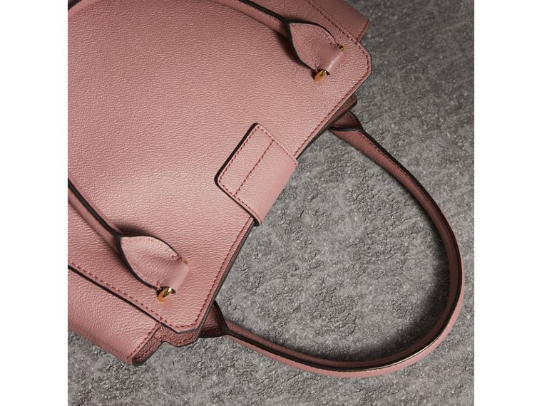 The Medium Buckle Tote in Grainy Leather in Dusty Pink - Women | Burberry Hong Kong - cell image 4