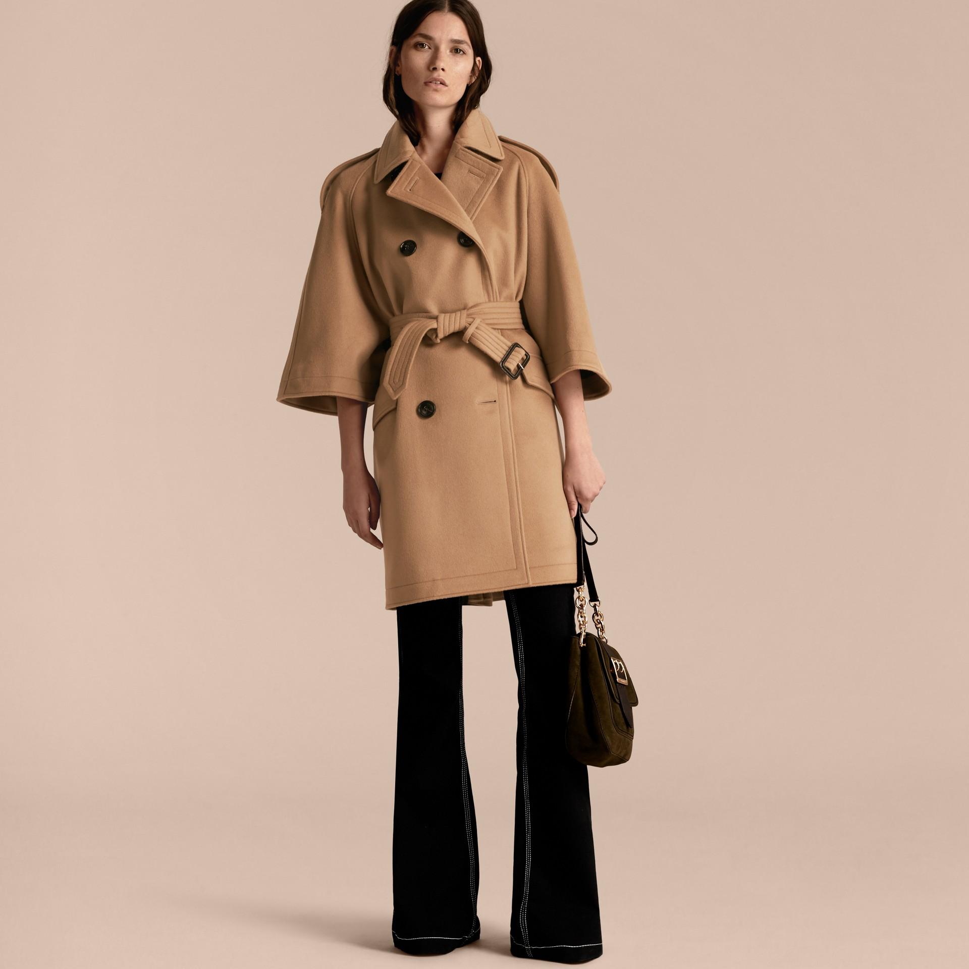 Cammello Trench coat a mantella in lana e cashmere - immagine della galleria 7