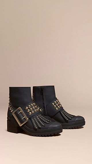 The Buckle Boot aus gummiertem Leder