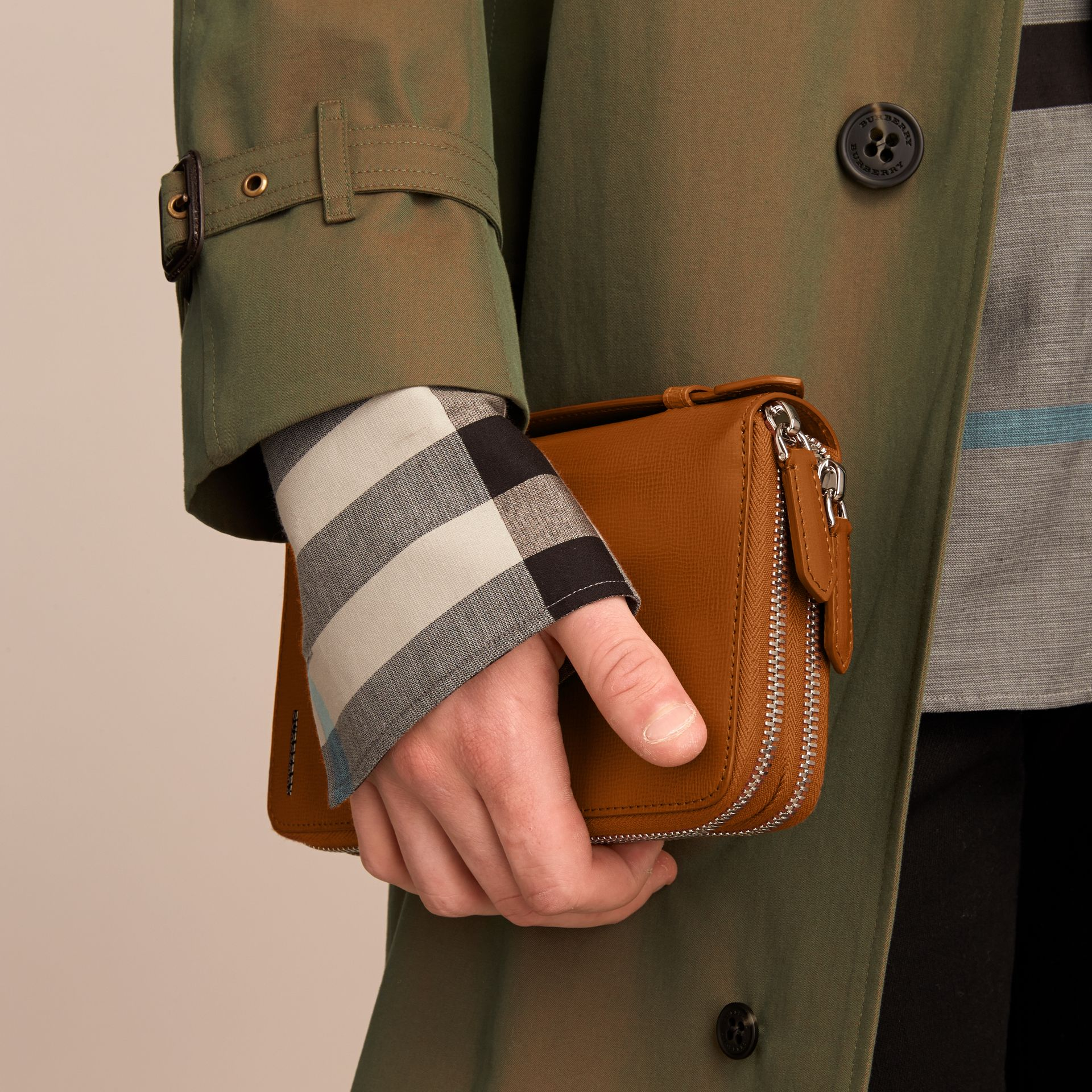 London Leather Travel Wallet in Tan - Men | Burberry - gallery image 3