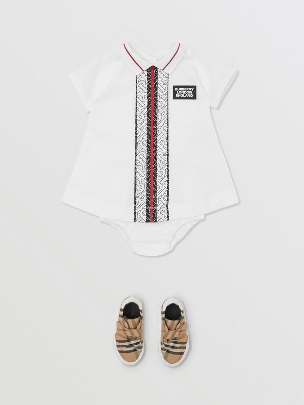 Kleid aus Baumwollpiqué mit Monogrammmuster im Streifendesign und Höschen (Weiß) - Kinder | Burberry - cell image 2