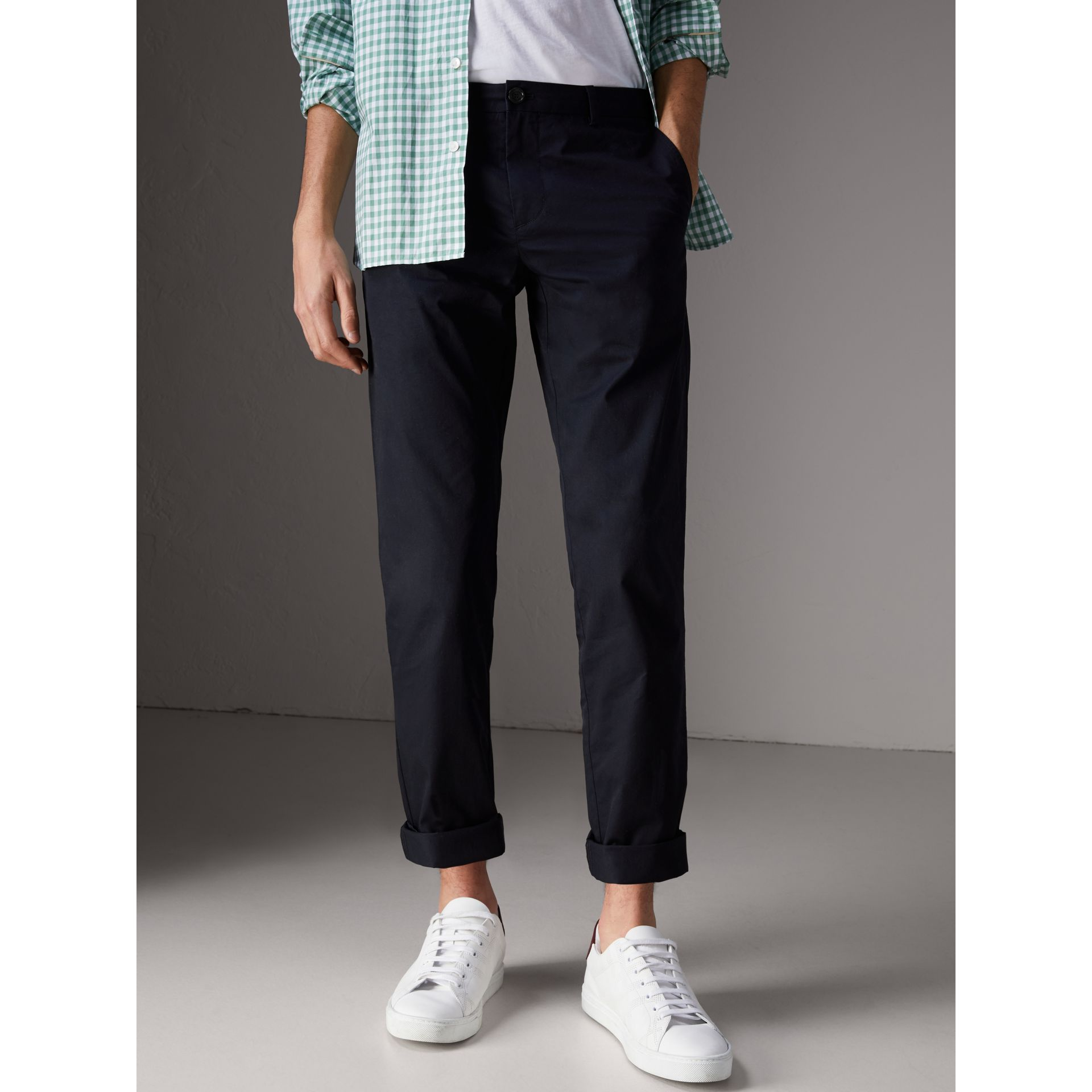 Pantalon chino slim en coton (Encre) - Homme | Burberry - photo de la galerie 4