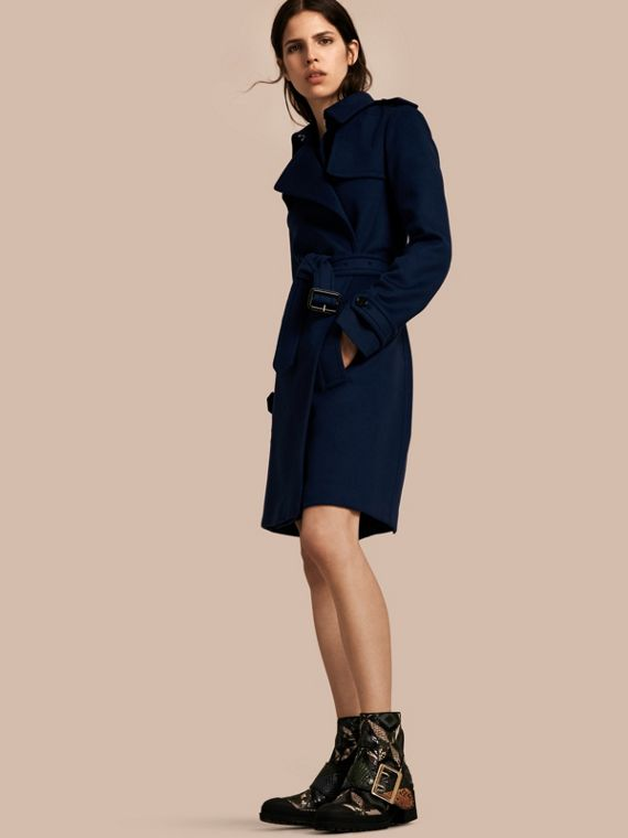 Trench coat a scialle in lana e cashmere