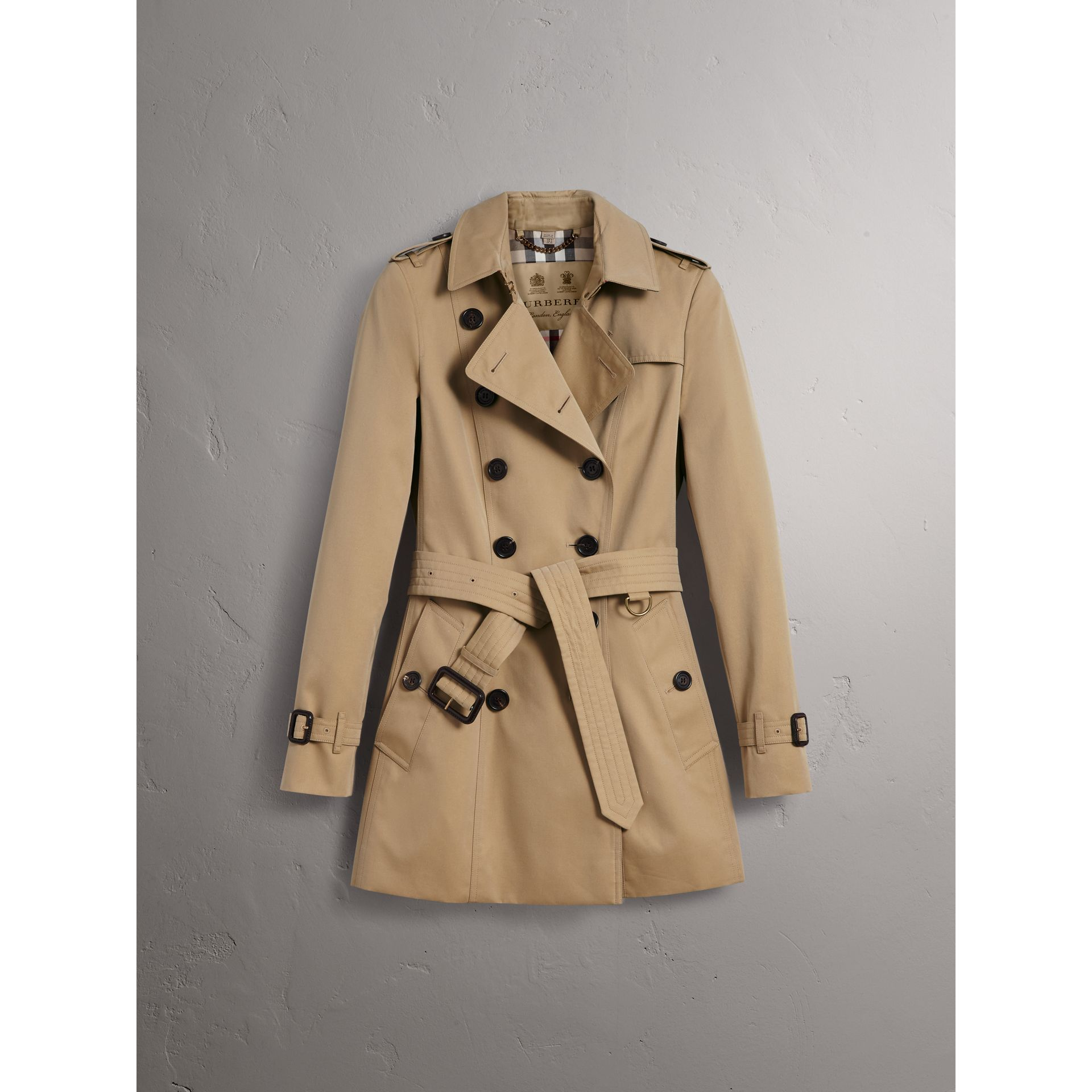 The Chelsea - Trench coat Heritage corto (Miele) - Donna | Burberry - immagine della galleria 4