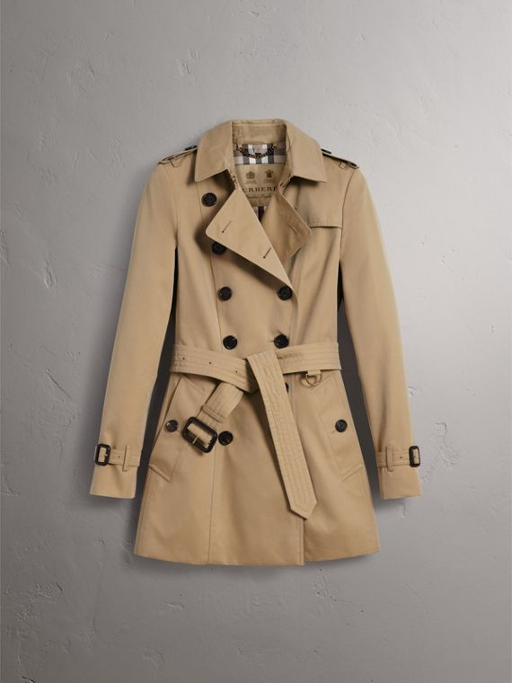 The Chelsea – Short Heritage Trench Coat in Honey - Women | Burberry Canada - cell image 3