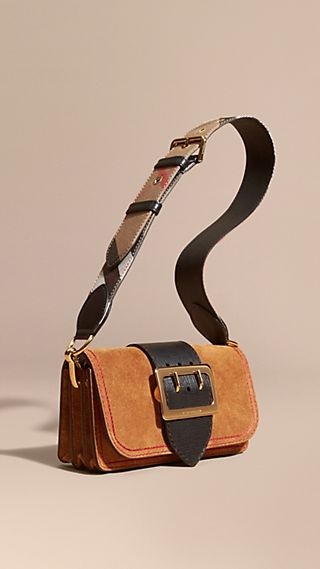 The Buckle Bag in Suede with Topstitching Bright Toffee/black