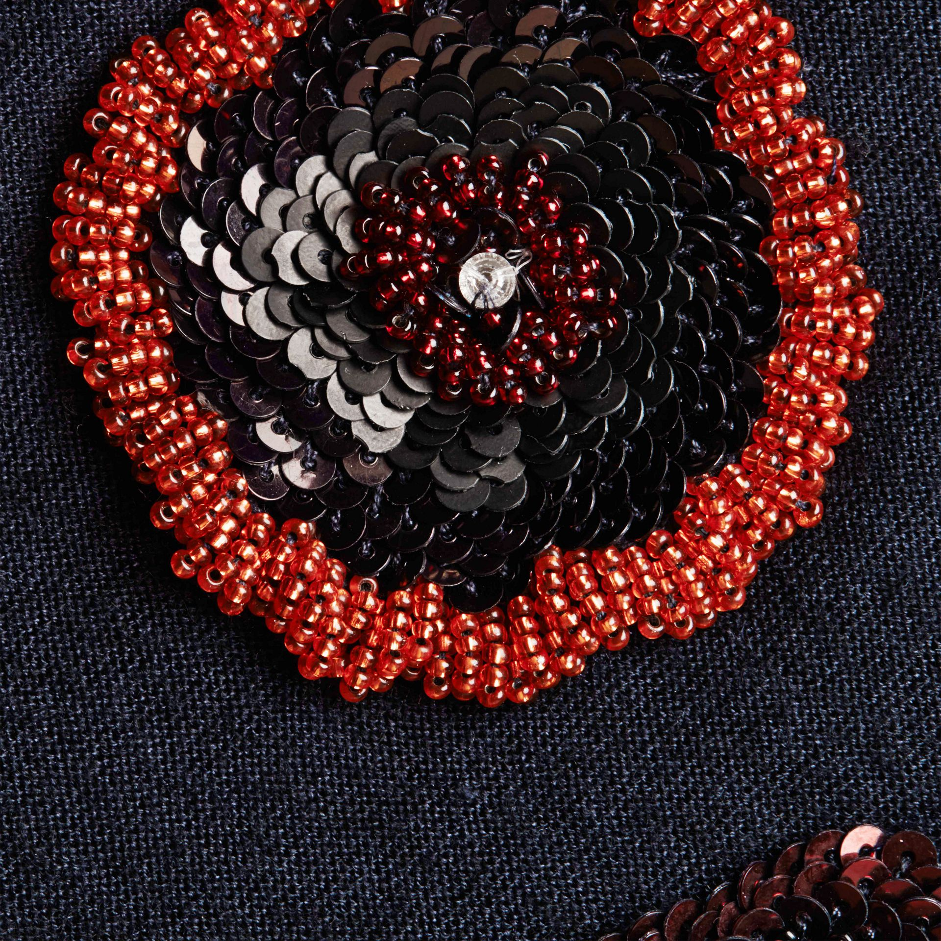 Navy Pullover in misto lana con perline cucite a mano - immagine della galleria 2