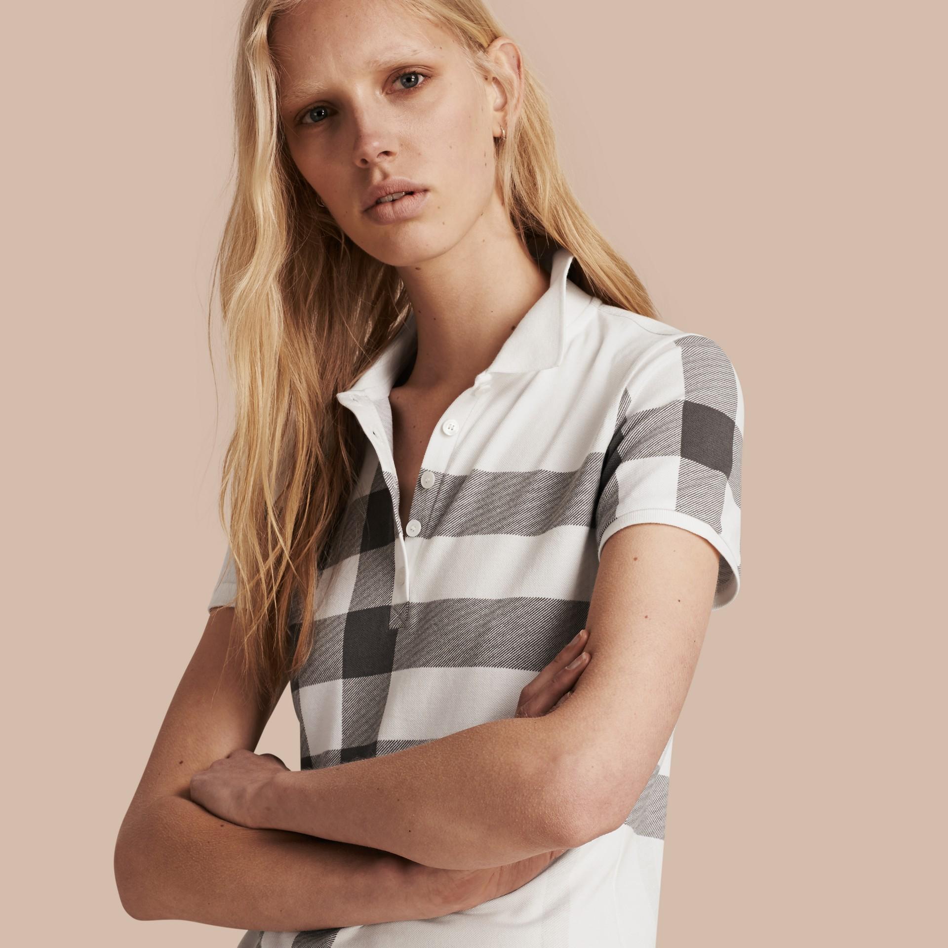 Blanc Polo en piqué de coton extensible à motif check Blanc - photo de la galerie 1