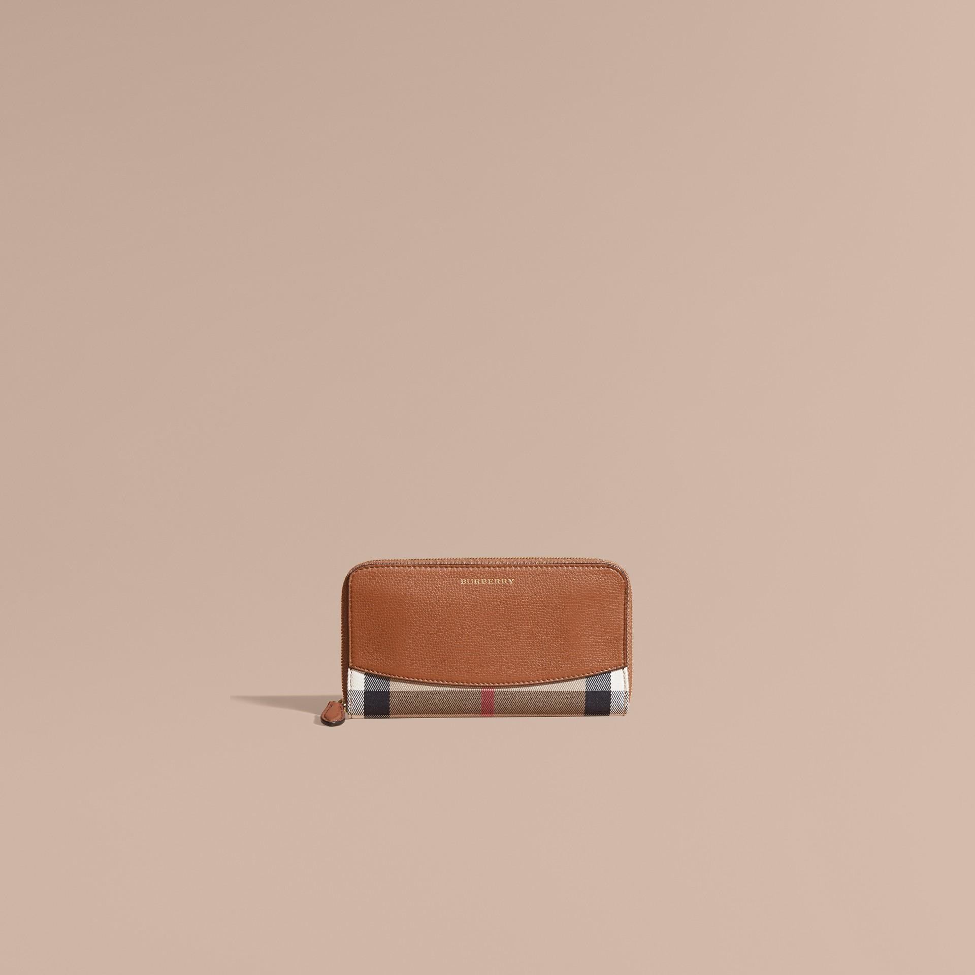 Ocre marron Portefeuille zippé en tissu House check avec éléments en cuir Ocre Marron - photo de la galerie 2